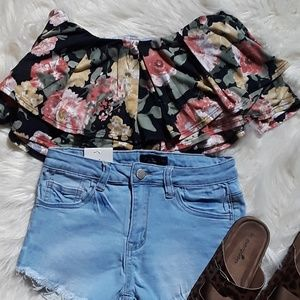 Tops - 🆕️Ruffled Crop Top Bundle Size Small 2-4